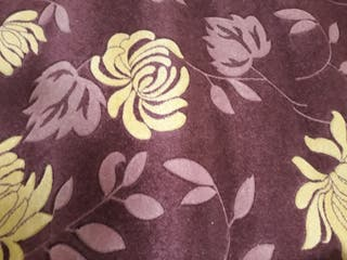alfombra, lila ribeteada y rematada a máquina