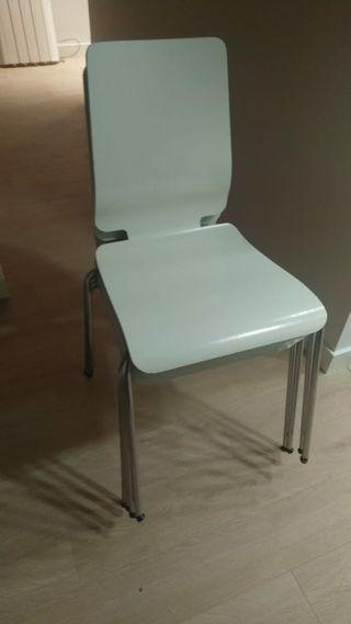 4 sillas comedor apilables.