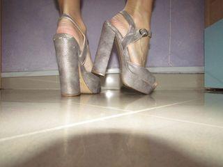 Zapato de tacón ancho parfois color plata 37