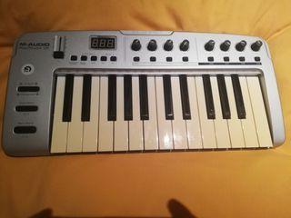 Teclado piano midi digital M-audio 25