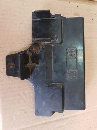 Tapa batería Burgman 650 02-13