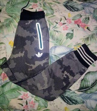 Pantalón Chándal Adidas Estampado Militar