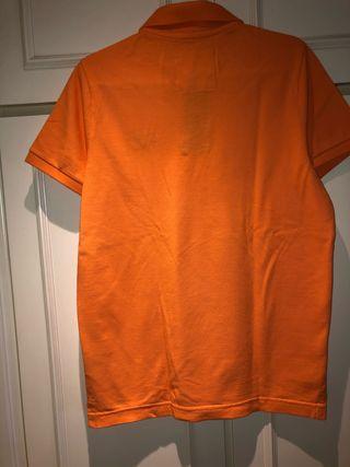 Polo naranja Hollister