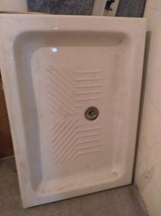 Plato de ducha de loza,blanco.