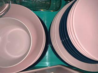 Juego de platos 30 en total divididos en Azul y Ro