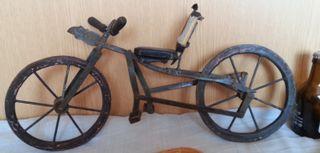 Bicicleta.Juguete antiguo fabricado artesanalmente