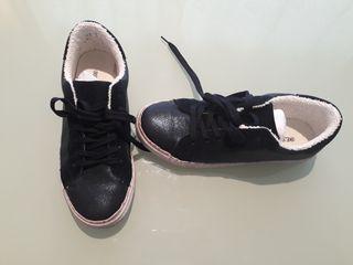 Zapatillas azul marino, número 39