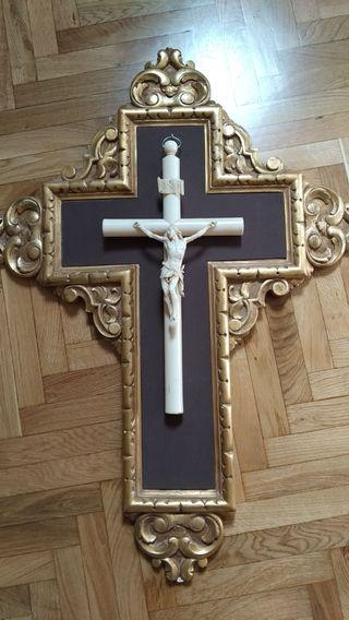 Cristo de marfil del siglo XIX
