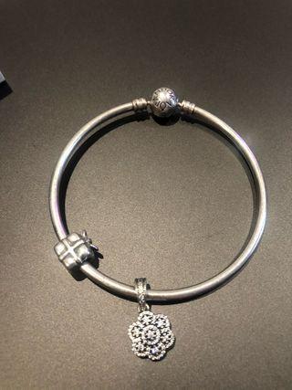Pandora pulsera con 2 charms