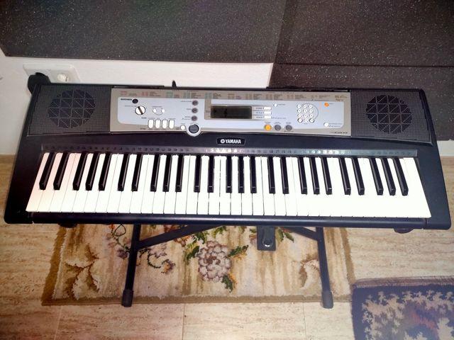 Piano Yamaha Teclado con pedal