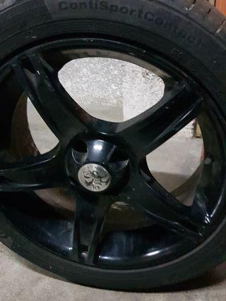 4 ruedas con llantas '18'
