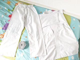 1 traje de Judo, talla 10 años, 8€