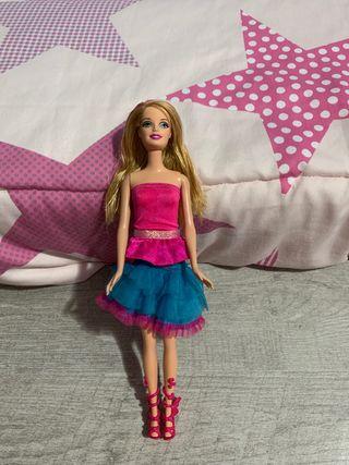 barbie con colores + incluido ropa y zapatos