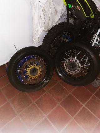 se venden ruedas Supermotard