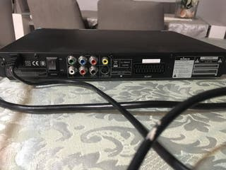 Reproductor de DVD y altavoces