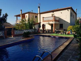Casa con terreno llano y piscina! Ref.568