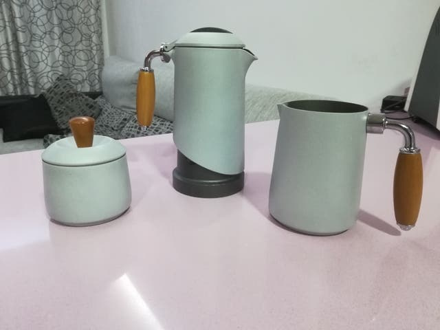 Conjunto, cafetera, azucarero y jarra para leche