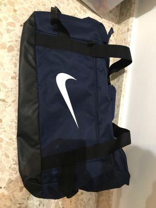 Macuto Nike con etiqueta sin usar, esta nuevo