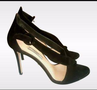 Sandalias negras Prada.