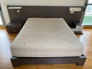 Dormitorio matrimonio ceniza y blanco