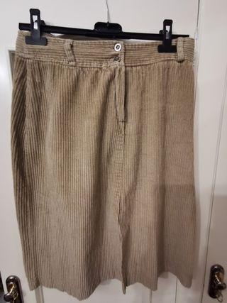 falda marrón de pana