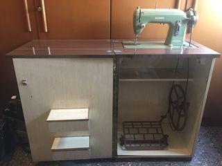 Maquina de coser Sigma con mueble