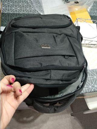 mochila con toma usb para carga