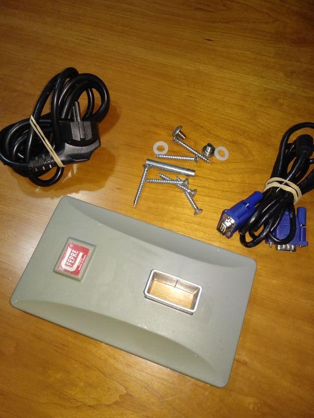 Monitor Benq FP72E para colgar con soporte