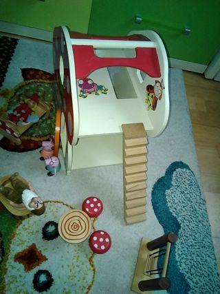 Casa PEPA pig y duendes de madera