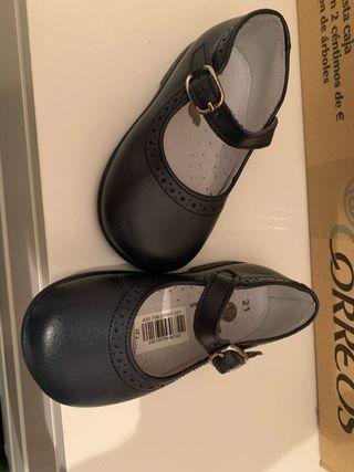 Zapato de vestir niña. Talla 21