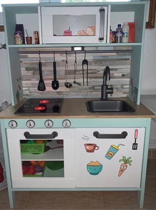 Cocinita madera Ikea + utensilios