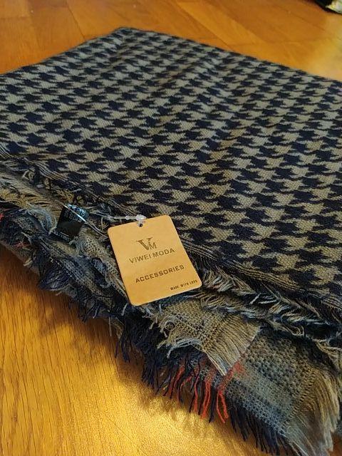 Bufanda nueva con etiqueta