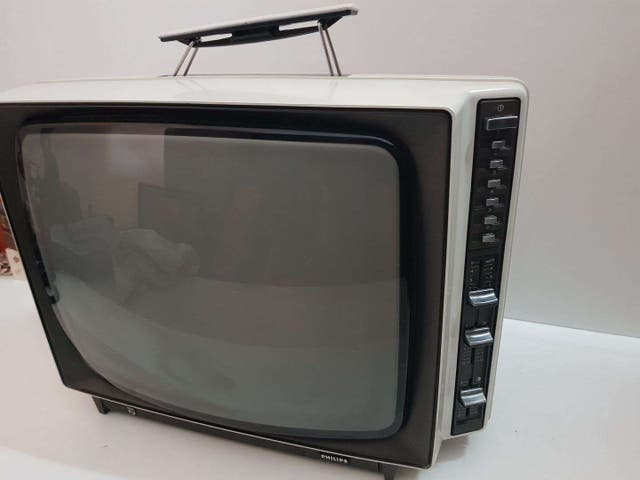 TELEVISIÓN VINTAGE MARCA PHILIPS