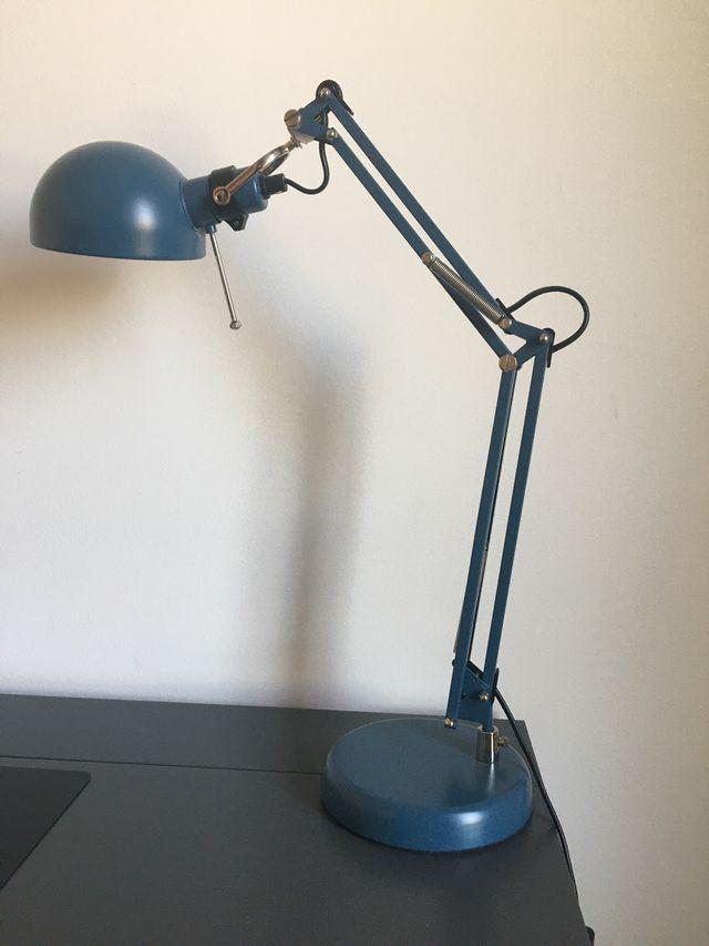 Lámpara flexo azul IKEA