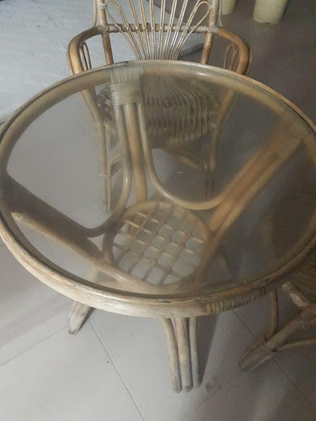 sillas y mesa en venda