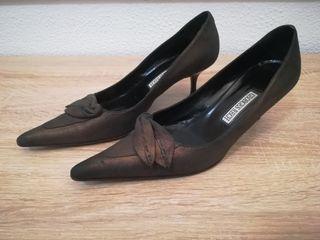 Zapatos de piel con tacón fino