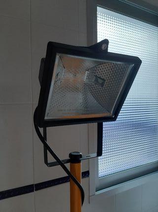 Foco iluminación con trípode