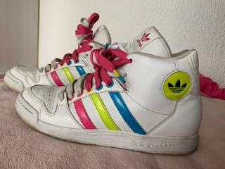 Zapatillas Adidas blancas con colores