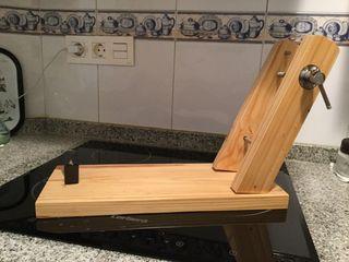 Jamonero, madera gruesa sin usar.