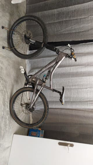 Bicicleta de descenso iron horse urge vender