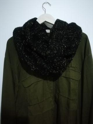 Bufanda negra con detalles dorados