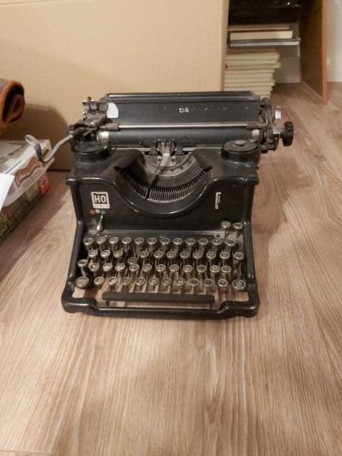 Decorativa máquina de escribir antigua