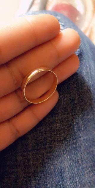 Anillo de matrimonio para mujer.