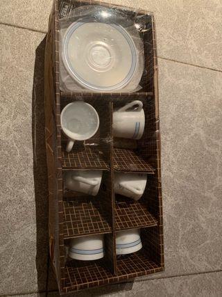 6 tazas, 6 vasos de café y fuente sin usar