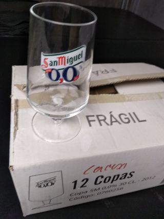 12 copas de cerveza