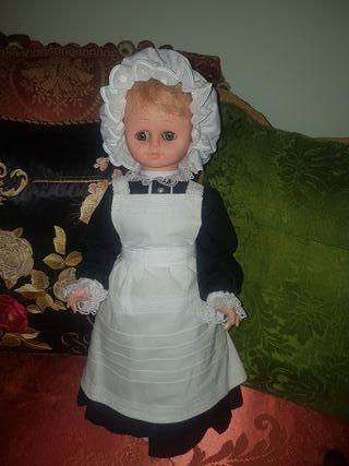 Antigua muñeca Ama de llaves