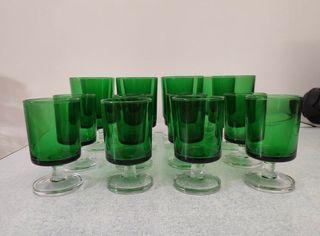 Juego 16 copas, años 70, 2 tamaños, cristal verde.