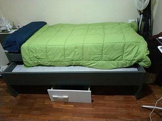 cama de 90 con dos colchones se puede abrir y saca