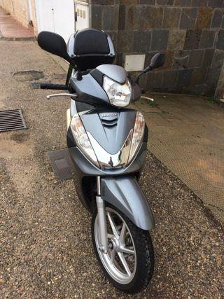 Honda Scoopy SH300i ABS 2011
