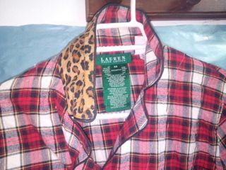 camisa de cuadros con cuello de leopardo